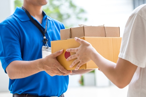 The Mail That Never Fails: How to Use a Shipping Courier Service